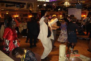 Fondsenwerving dansende ouderen
